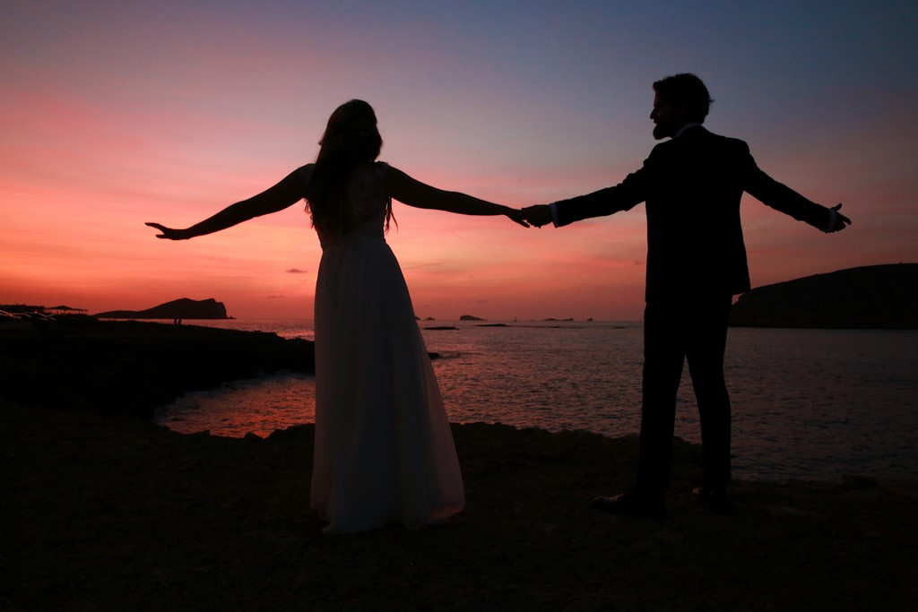 tips for successful wedding posing